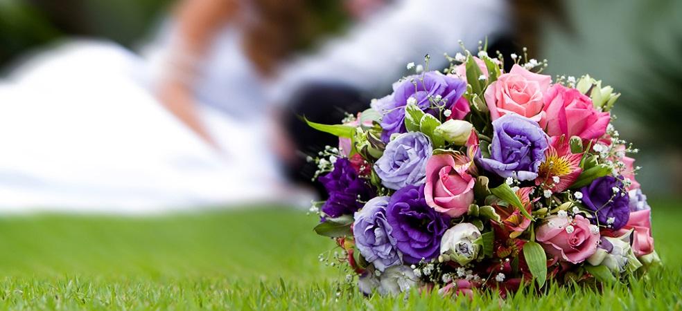 「バラの花言葉」は本数で意味が変わる!結婚記念日はロマンチックに999本で行こう!?